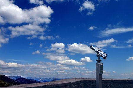 pr�voyance: Une lunette est point�e vers le ciel. C'est un symbole de la prospective et de pr�vision. Vous pouvez regarder vos objectifs et voir clairement vers les horizons