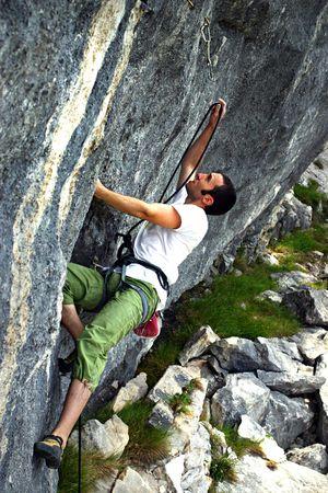flink: Die freie Bergsteiger ist ein harter Kampf gegen die Wand