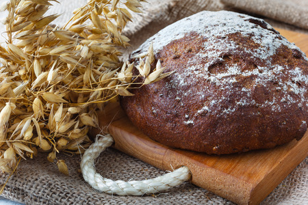 Dark homemade bread with crumbs on sacking background Banque d'images