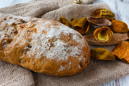 Fresh bread with walnut  on burlap with dry flowers Banque d'images