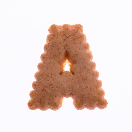 galleta de jengibre: Una galleta de jengibre alfabeto aislado sobre fondo blanco. Foto de archivo