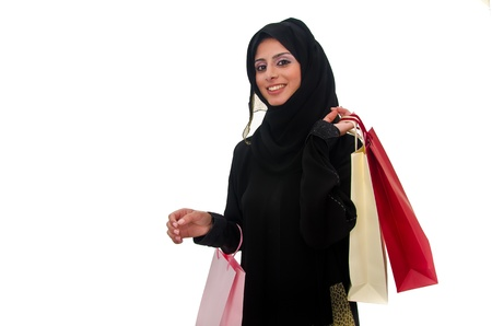 compras compulsivas: Hermosa mujer árabe tradicional la celebración de bolsas de la compra