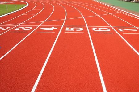 atleta corriendo: Pista de atletismo  Foto de archivo