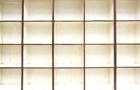 wood shelf: Plataforma de madera vieja vac�a