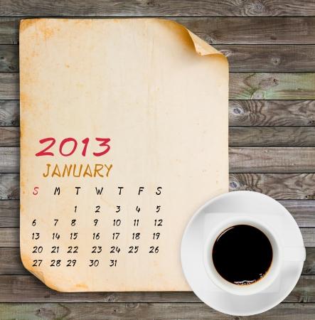 Januari 2013 Agenda, Vintage papier met zwarte koffie op houten panelen achtergrond