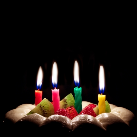 birthday candle: Birthday cake on a black background with candles light