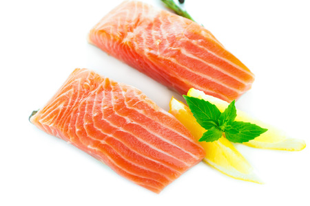 rosmarin: Fresh salmon with spices on white background