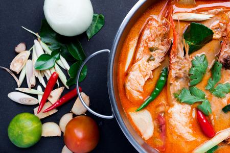 Tom Yum Goong, Thai Food op een zwarte achtergrond