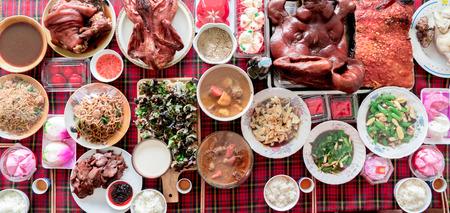 Comida china de año nuevo en la mesa, vista superior Foto de archivo - 74283774