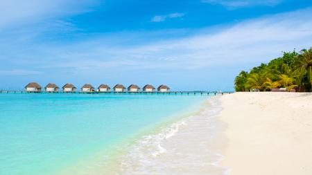 Beautiful landscape of sandy beach and over water villas in luxury hotel, Kanuhura island Standard-Bild - 113681690