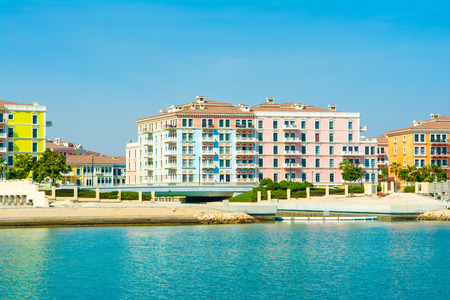 Colorful waterfront buildings in the Qanat Quartier in the Pearl Qatar Standard-Bild - 126089288