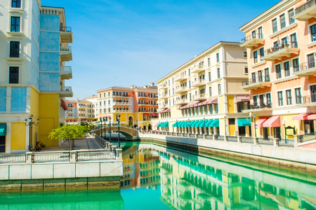 Colorful waterfront buildings in venetian style in the Qanat Quartier, The Pearl Qatar Standard-Bild - 126089289