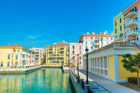 Colorful waterfront buildings in venetian style in the Qanat Quartier, The Pearl Qatar Standard-Bild - 126027355