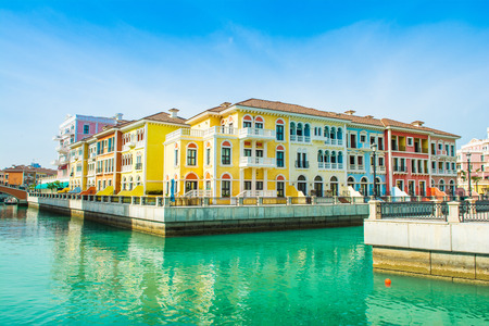 Colorful waterfront buildings in venetian style in the Qanat Quartier, The Pearl Qatar Standard-Bild - 126089709