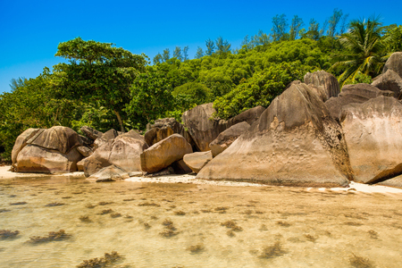 The giant granite boulders on the shores of the Indian Ocean, Seychelles Stok Fotoğraf
