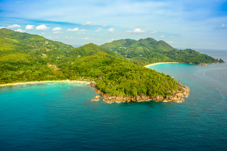 Aerial view of the tropical Mahe Island and beautiful lagoons, Seychelles Standard-Bild - 126089813