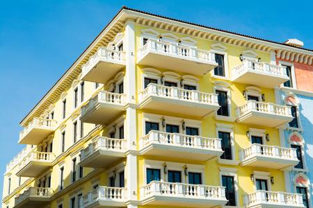 Architectural design of the Qanat Quartier, The Pearl Qatar Standard-Bild - 125991854