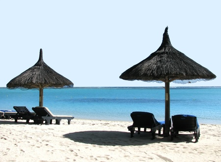 Skyline, infinity and silence in Mauritius / for loving, relaxing, no-stress, honeymoon and wedding concepts Stock Photo - 11998448
