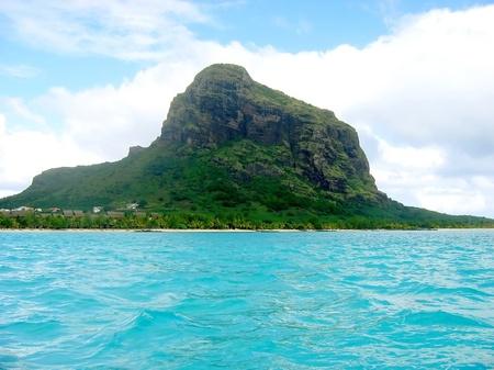 Mauritius Strand mit dem Morne Lizenzfreie Bilder