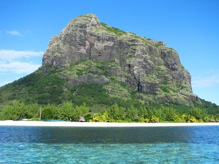 mauritius: Mauritius strand met de Morne Stockfoto