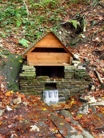pozo de agua: pozo de agua en las monta�as
