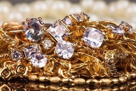 piedras preciosas: Joyas y piedras preciosas, diamantes, cadenas de oro Foto de archivo