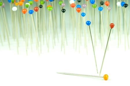 bevoelen: verschillende gekleurde pennen staan met achtergrond