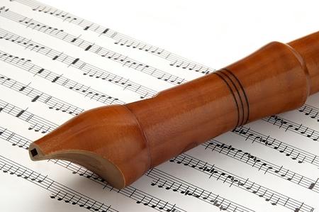 estrofa: flauta de madera tumbada en la notaci?n musical