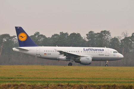 luft: This is a view of Lufthansa plane start on the Lublin Airport. December 18, 2014. Lublin Airport in Swidnik, Poland.