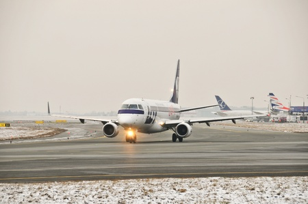 chopin: This is a view of LOT-Polish Airlines plane Embraer ERJ 170 registered as SP-LII on the Warsaw Chopin Airport. December 31, 2014. Warsaw, Poland