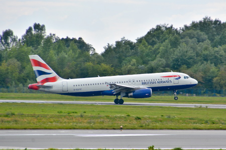 warsaw chopin: This is a view of British Airways Airbus A320 plane registered as G-EUYF landing on the Warsaw Chopin Airport. July 30, 2015. Warsaw, Poland. Editorial