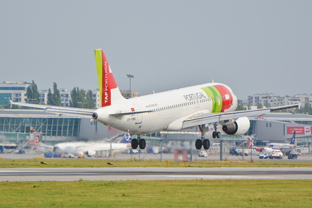 cs: This is a view of TAP Portugal Airbus A320 plane registered as CS-TNG on the Warsaw Chopin Airport. September 16, 2015, Warsaw, Poland.