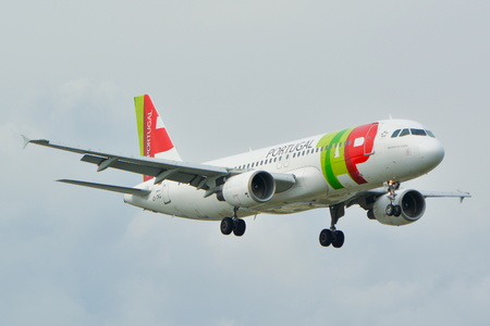 warsaw chopin: This is a view of TAP Portugal Airbus A320 plane registered as CS-TNG on the Warsaw Chopin Airport. September 16, 2015, Warsaw, Poland.