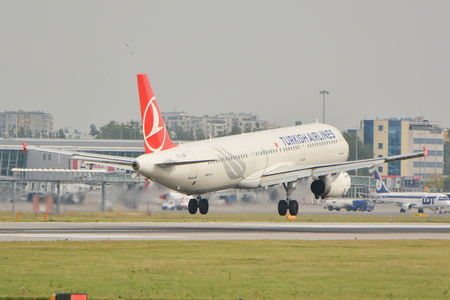 warsaw chopin: This is a view of the Turkish Airlines plane Airbus A321 registered as TC-JSB on the Warsaw Chopin Airport. September 16, 2015, Warsaw, Poland.