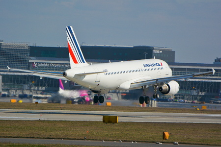 warsaw chopin: This is a view of the Air France Airbus A320 plane registered as F-HEPD on the Warsaw Chopin Airport. March 16, 2016. Warsaw, Poland.