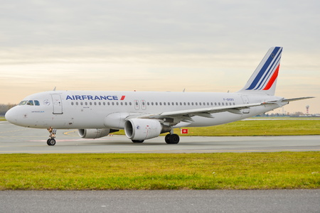 warsaw chopin: This is a view of the Air France plane Airbus A320-214 registered as F-GKXV on the Warsaw Chopin Airport. On November 4, 2016. Warsaw, Poland.