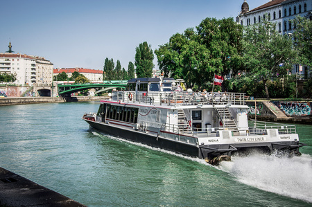 innere: Downtown, Danube Canal with the Twin City Liner. Vienna Austria, 13.August 2015