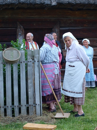 rites: Senior ladies from the rites team Hansk during the customs of the Night of St. John, an old Polish (and Slavic) folk event, June 24th 2011, Open-Air Museum of the Lublin Region Village, Lublin, Poland