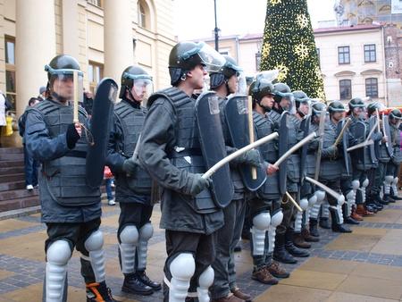 motorizado: Las celebraciones del 30 � aniversario de la introducci�n de la ley marcial en Polonia el 13 de diciembre de 1981: ZOMO (Reservas de motorizados de la Milicia Ciudadana), de Lublin, Polonia, diciembre 13 de 2011.
