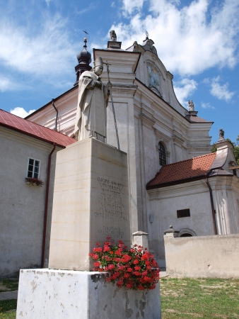 lubelszczyzna: The Dominican monastery and the church of the Visitation of the Blessed Virgin Mary, Krasnobrod, Poland with the statue of John Paul II  Stock Photo
