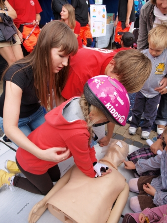 Performing heart massage on a phantom, 10th edition of Festival of Science, 15th September 2013, Lublin, Poland