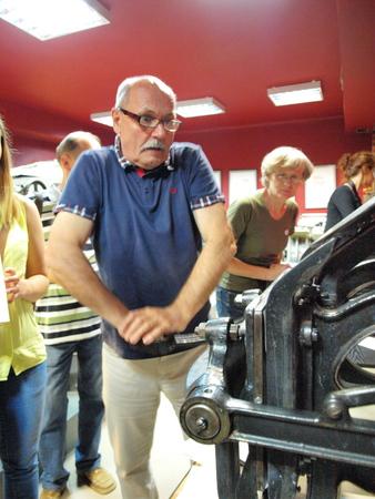 lubelszczyzna: Man trying to print at Izba Drukarstwa, Lublin, Poland Editorial