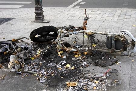 photo, jpg, burnt motorcycle in street