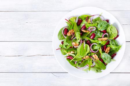 Red beans: Đậu đỏ salad với hỗn hợp rau diếp và óc chó Kho ảnh