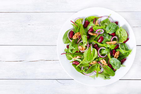 Red beans salad with mix of lettuce leaves and walnuts Archivio Fotografico