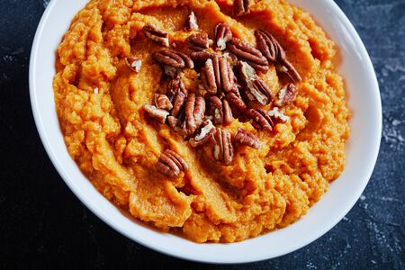 close-up of delicious sweet potato mash topped with pecan nuts Zdjęcie Seryjne