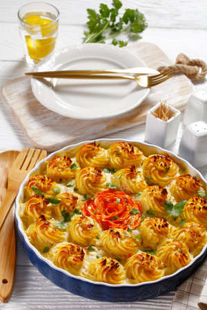 Fish pie, fisherman pie, made with white fish poached in a white sauce and topped with mashed potatoes, british cuisine Archivio Fotografico