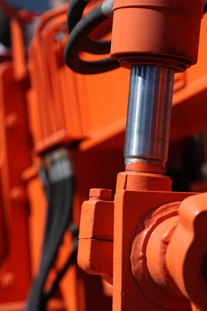 Tłok hydrauliczny. zobacz szczegóły maszyny budowlanej. Zdjęcie Seryjne