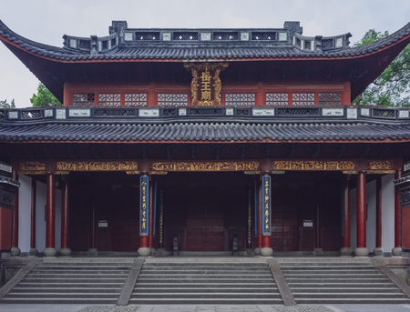Frontal view of the entrance of Yue Fei Temple, near West Lake, in Hangzhou, China 版權商用圖片 - 114643577