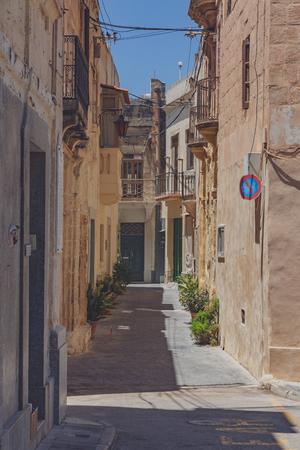 Uitzicht op lege straten en architectuur in Rabat, Malta Stockfoto